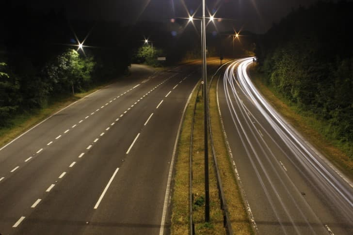 carretera A229 de noche
