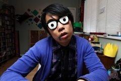 hombre con gafas de ojos