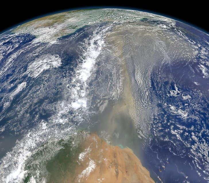 tormenta de arena en el sahara