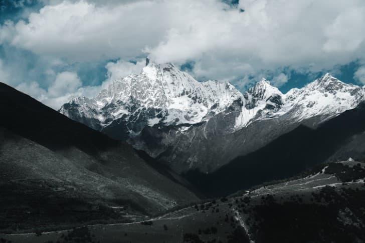 montañas nevadas en sichuan china