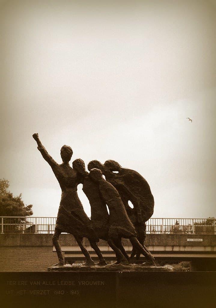 monumento a las mujeres de la resistencia(1)