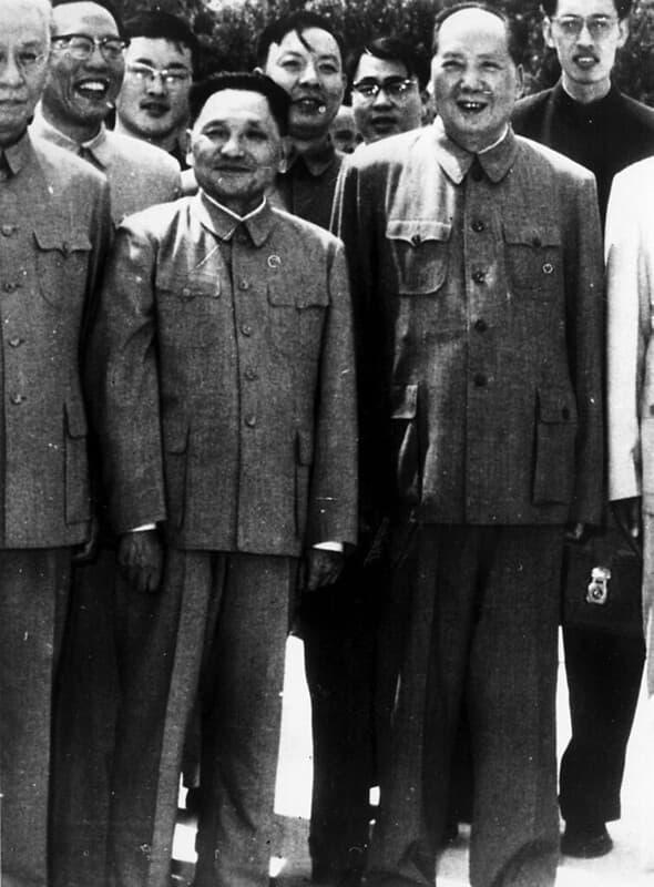 Mao Zedong (1893 1976) y Deng Xiaoping (1904 1997) en Peking, circa 1965