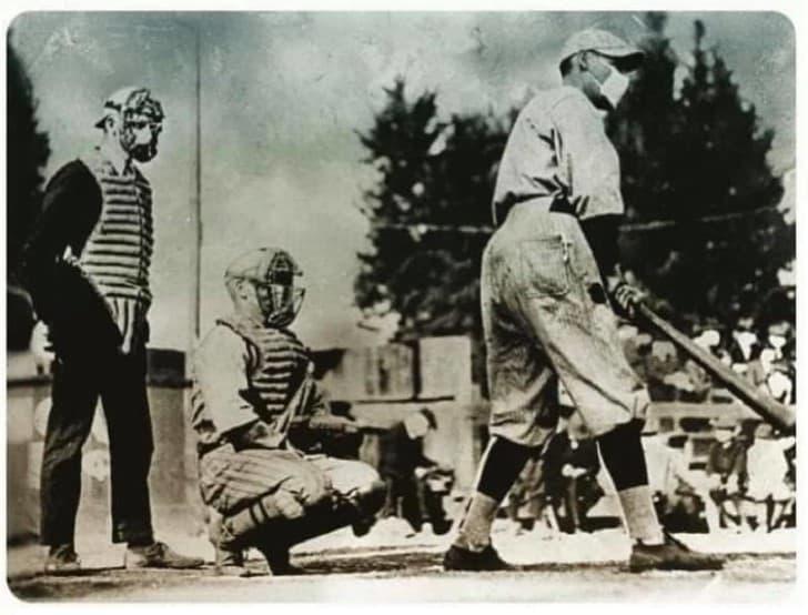 jugadores de beisbol con cubrebocas durante la Gripe Española de 1918(1)