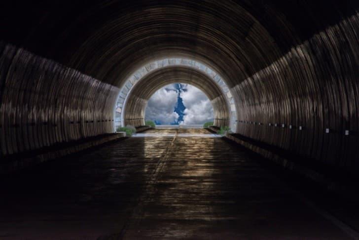 la luz al final del Relatos de vida después de la muerte tunel