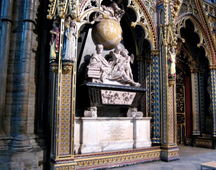 Tumba de Isaac Newton en la Abadia de Westminster