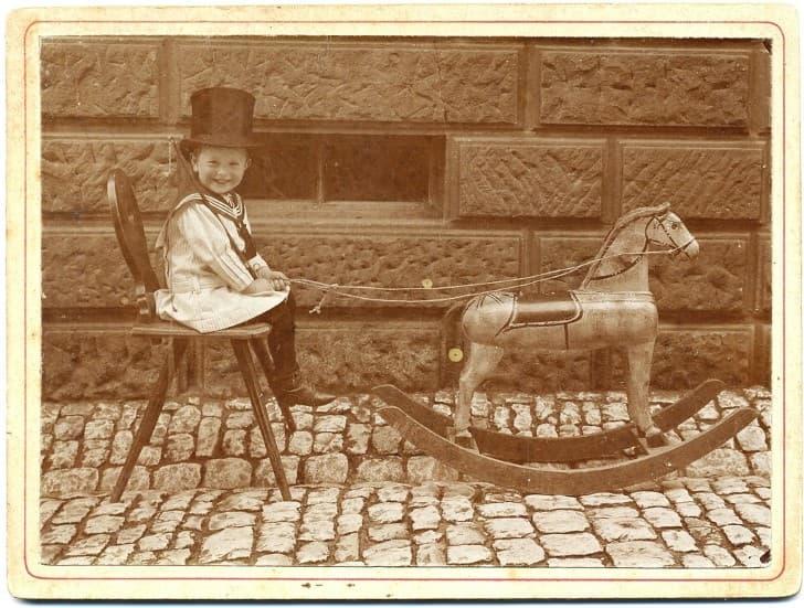 caballo de madera juguete