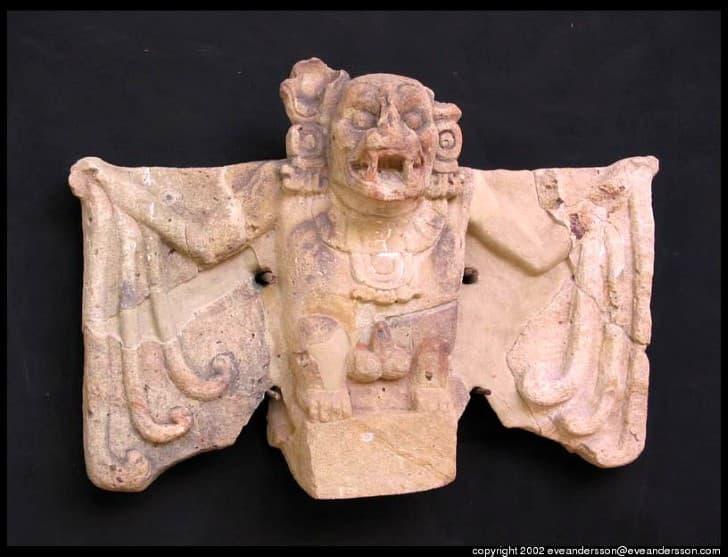 escultura maya de Camazotz