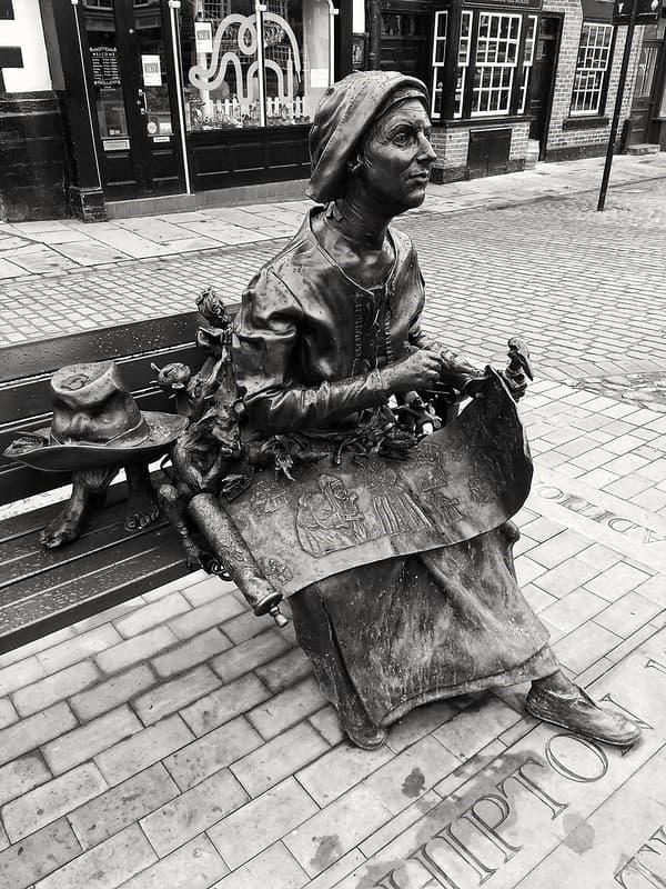 escultura de Mother Shipton
