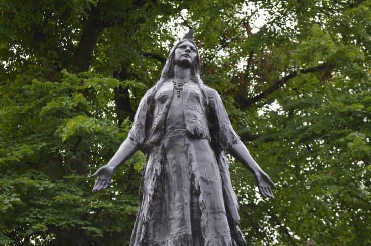 estatua pocahontas