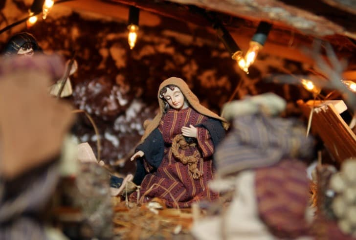Maria en un nacimiento