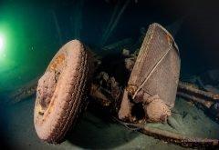 Descubren naufragio nazi que transportaba vehículos y baúles