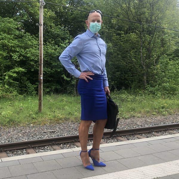 hombre vistiendo faldas Mark Bryan (3)