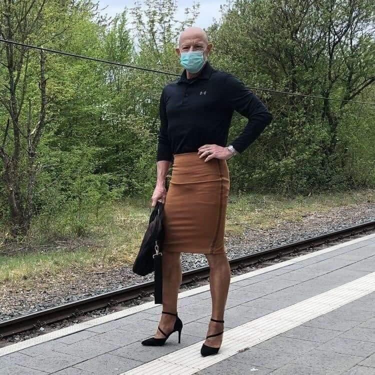 hombre vistiendo faldas Mark Bryan (7)