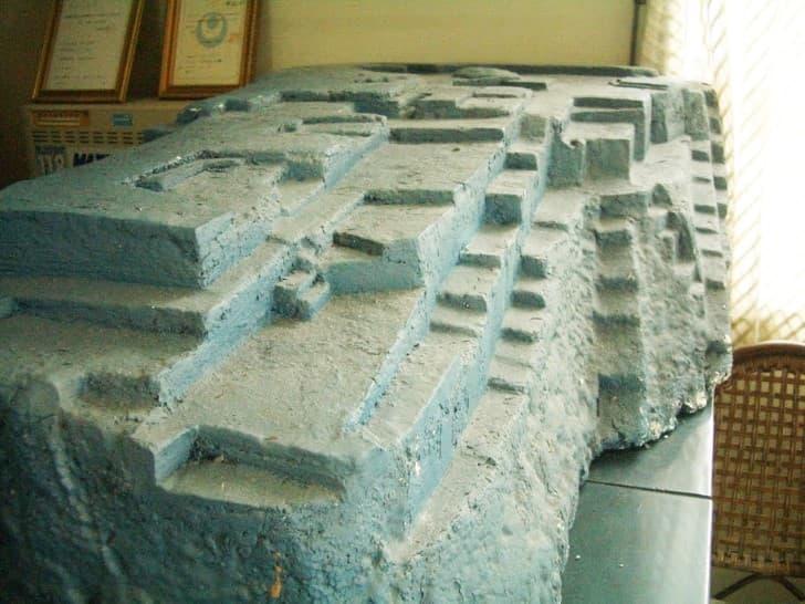 modelo del monumento Yonaguni