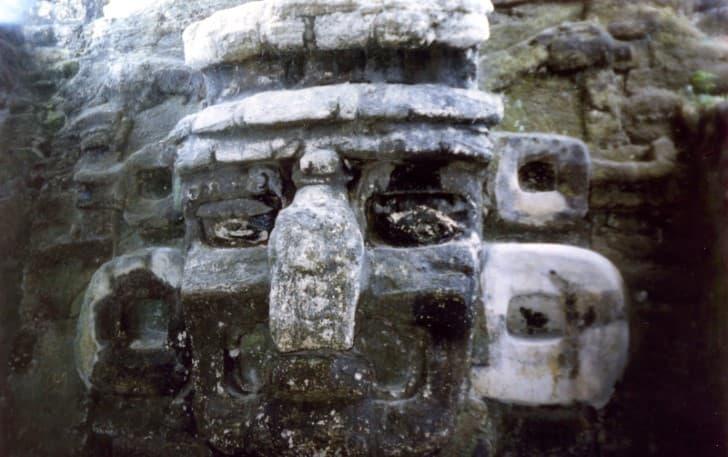 Mascara Maya en Tikal