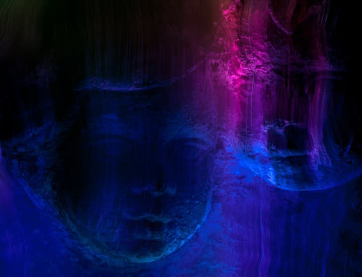 niños fantasmas ojos negros