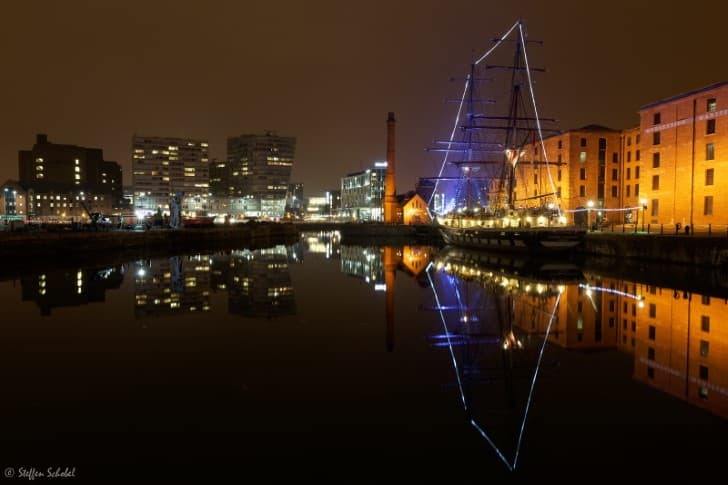 Reflejos de Liverpool por la noche