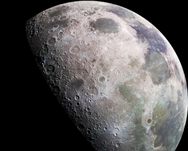 primer plano de la luna portada