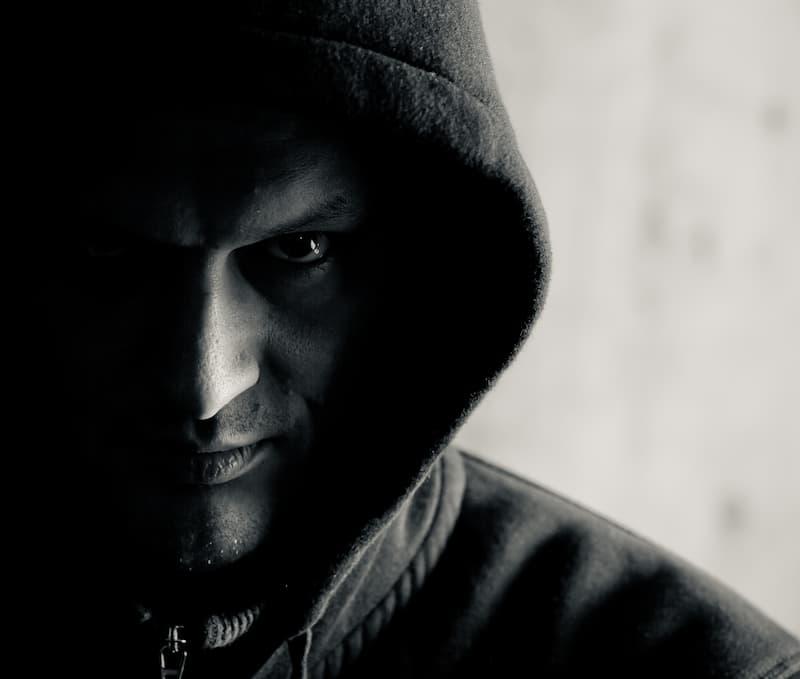 hombre oscuro