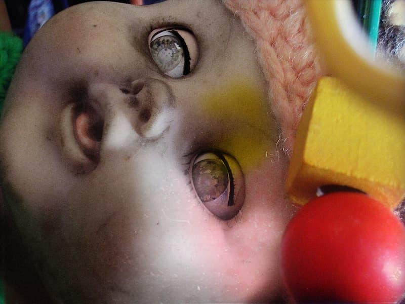 bebe inquietante