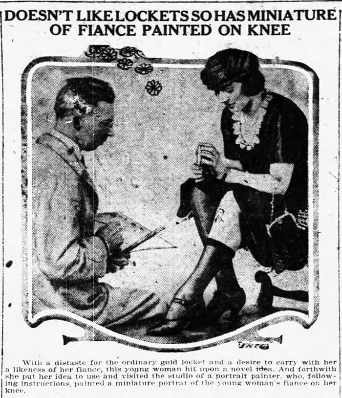 mujer pintandose las rodilllas con un artista