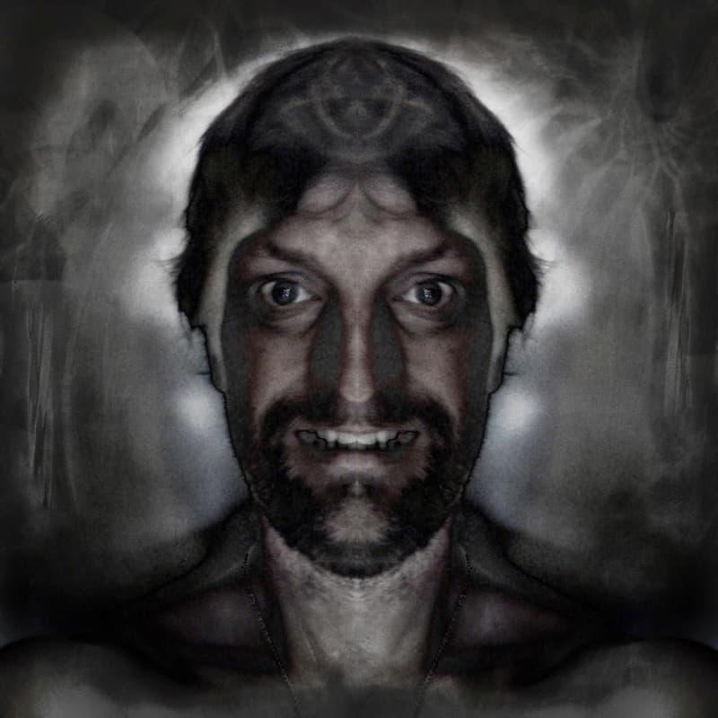 rostro de un hombre aterrador