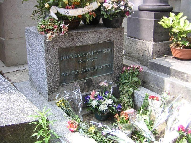 tumba de Jim Morrison en Père Lachaise