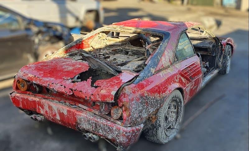 Ferrari sumergido 26 años