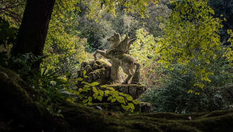 esculturas misteriosas en los bosques