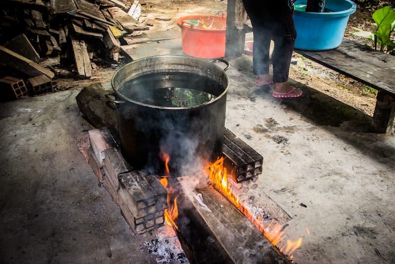 preparando ayahuasca(1)