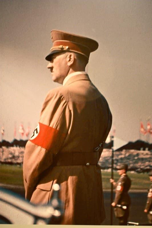 Hitler de Espaldas