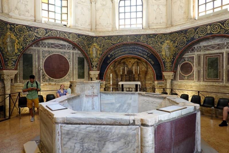 baptisterio neoniano
