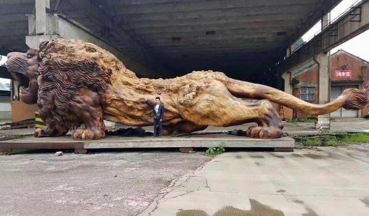 leon en madera escultura