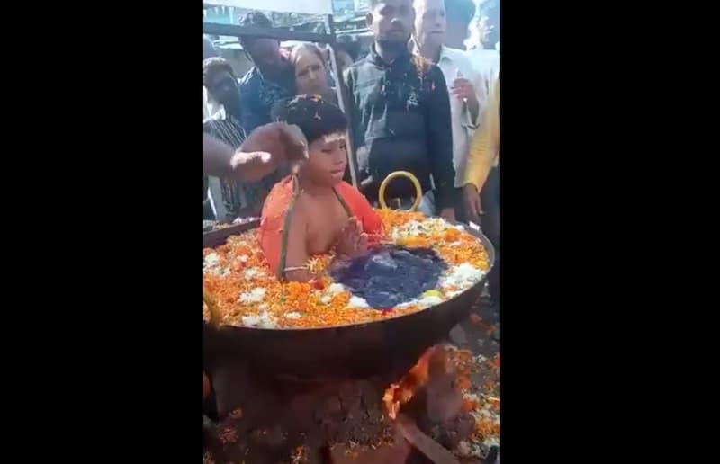 niño india agua hierviendo(1)