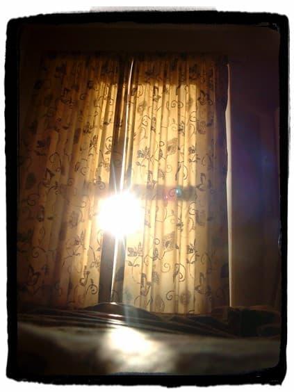 ventana despertando por la mañana